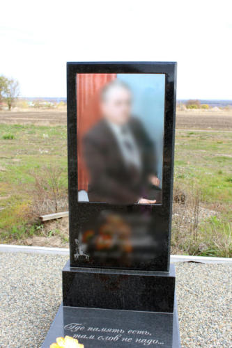 Памятник из гранита. Изготовление и установка памятника Ставрополь. Благоустройство участка. (24)